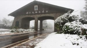 Pórtico de entrada Gramado com neve