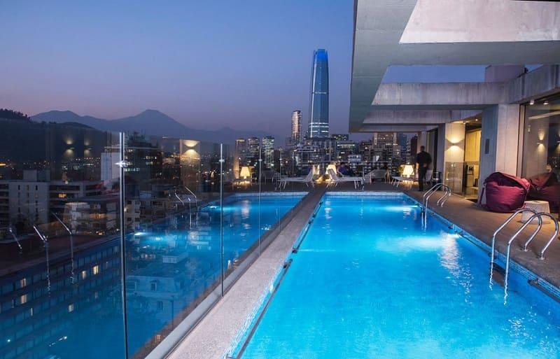 Piscina do Solace Hotel, em Santiago, no Chile