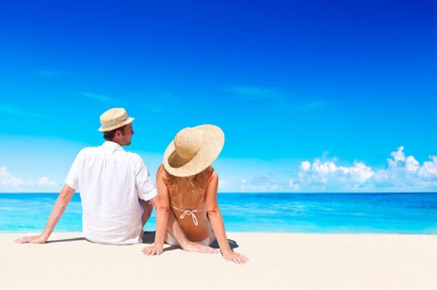 Casal praia viagem